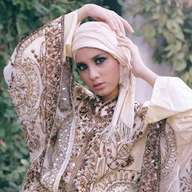the eyes of arabian girl by Indra Wahyudi - People Fashion