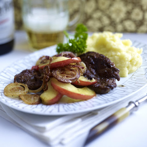 Liver with Mashed Potatoes, Apples and Onions