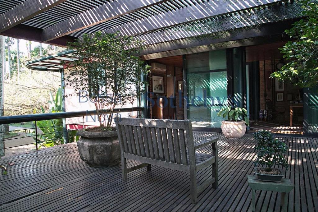 Renomado projeto em atmosfera única dentro de condomínio em pleno centro urbano.