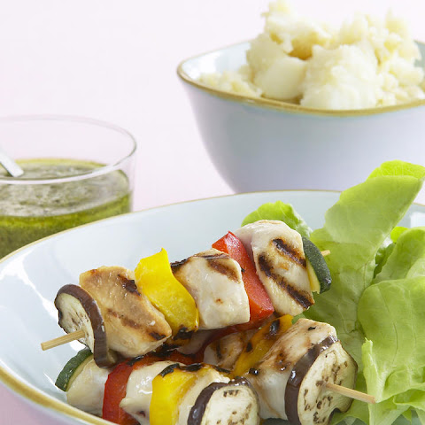 Chicken and Vegetables Skewers with Mashed Potatoes and Pesto