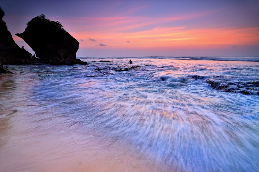 suluban's waves by Herry Suwondo - Landscapes Waterscapes