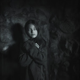 anxiety by Danuta Czapka - Black & White Portraits & People ( child, natural light, black and white, photography, portrait )
