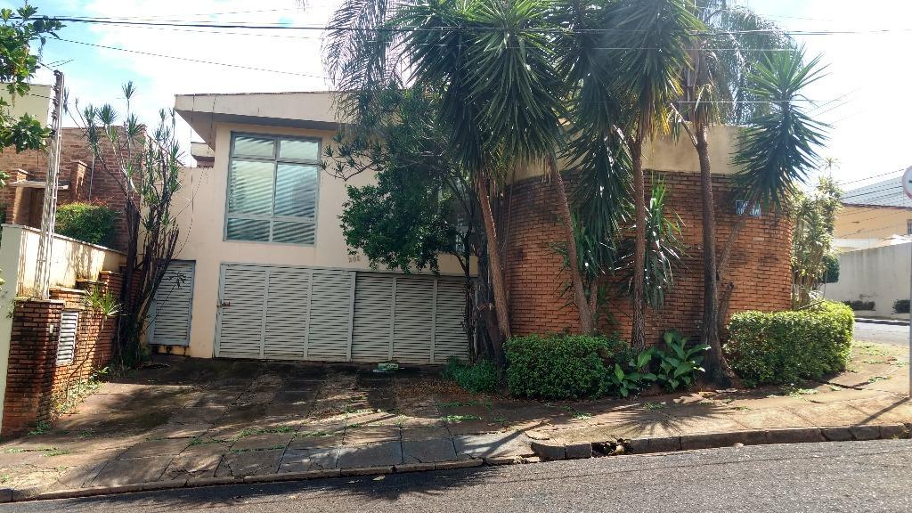 Casa com quartos para Alugar, 215 m²