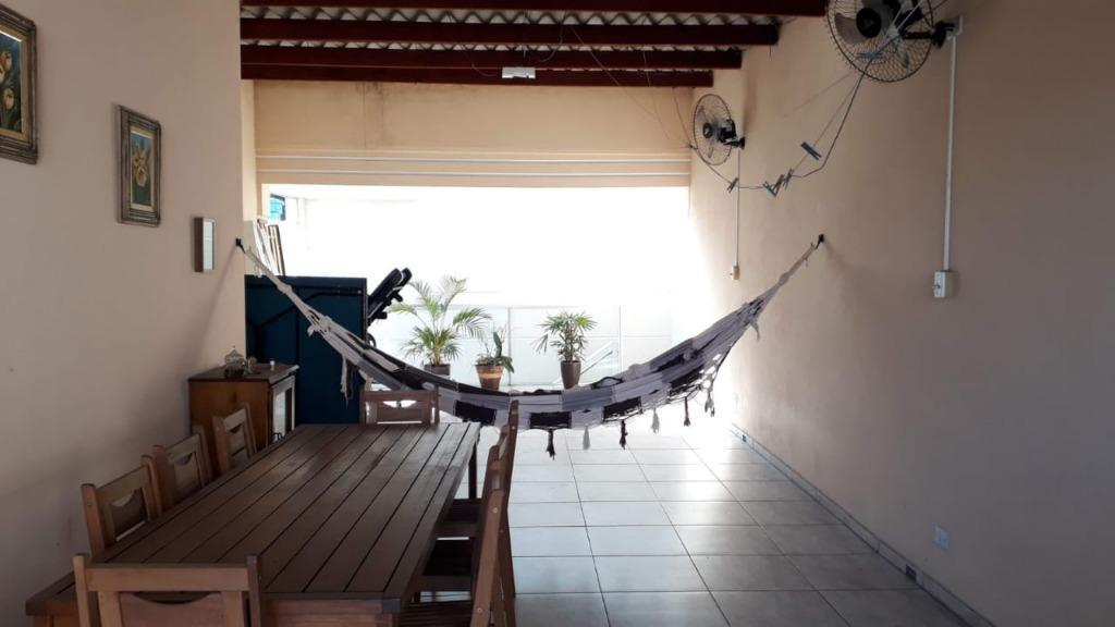 Casa em Jandira, 02 dormitórios, 2 banheiros, 2 vagas, Salão com churrasqueira, Jd. Gabriela, Jandira