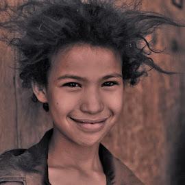 Moroccan girl by Tomasz Budziak - Babies & Children Child Portraits ( child, africa, morocco, portrait )