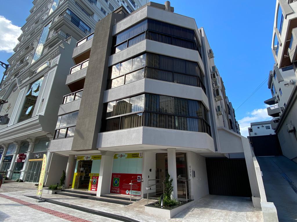 Apartamento mobiliado com 3 dormitórios à venda,  por R$ 782.000 - Meia Praia - Itapema/SC