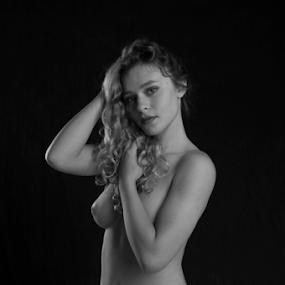 kneeling by Tim Hauser - Nudes & Boudoir Artistic Nude ( artistic nude photography, tim hauser photography, fine art photography, fine art, artistic nude )