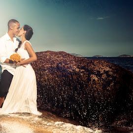 by Emidio Matos Mercante - Wedding Other ( rio de janeiro, wedding, couple, trash the dress )
