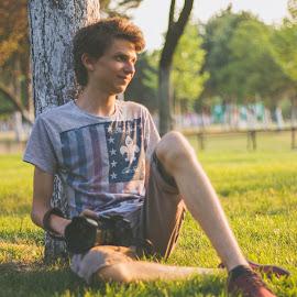 Photoshoot sunset by Dura Elisei - People Portraits of Men ( think, watching, grass, thinking, sunsets, sunset, photographer, portrait )