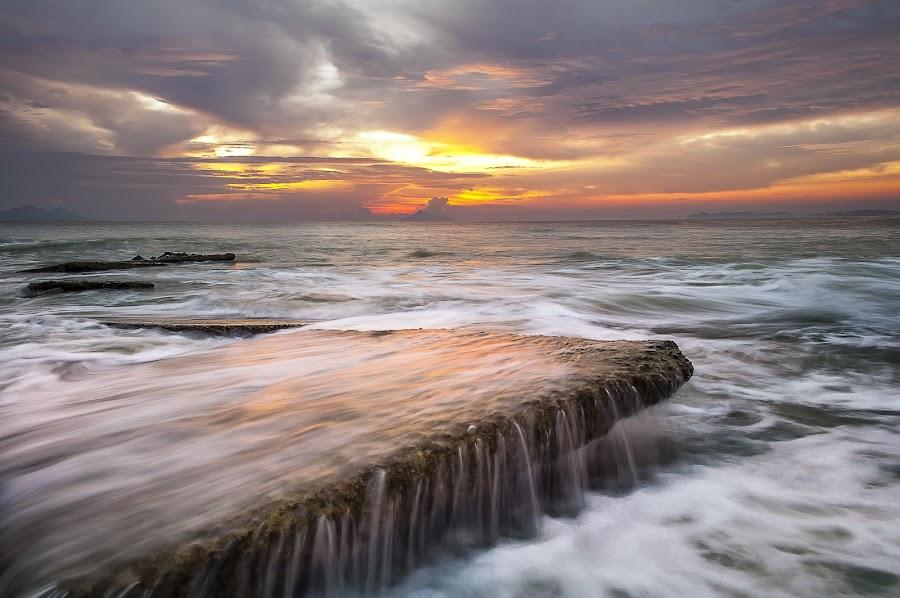 Sunrise Seascape on Monsoon season by Megat Mohd Zaim Bin Zamani - Landscapes Sunsets & Sunrises ( sunrises, monsoon, photographer, sea, landscape photography, golden gate, sunrise, seascape, landscape, lanscapes, photography, golden hour )