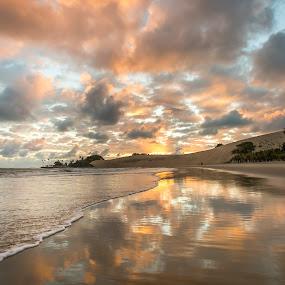 sunrise in genipabú beach by Rqserra Henrique - Landscapes Beaches ( reflexes, sunrise, dunes, brazil, beach, rqserra )