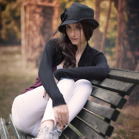 The black Hat by Sandro Aliano - People Portraits of Women ( fashion, girl, autumn, beauty, hat )