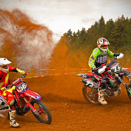 Painting Scary Pictures by Marco Bertamé - Sports & Fitness Motorsports ( curve, drifting, conmpetition, race, trun, bike, red, motocross, dust, motorcycle, clumps pictures, painting, duel, sacry )