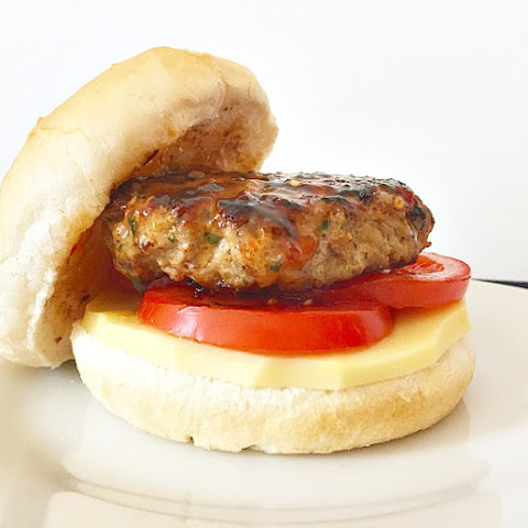 Juicy Turkey Burgers With Mozzarella Cheese