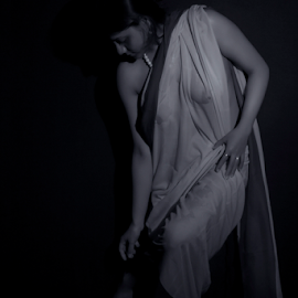 The look by Mahul Mukherjee - Nudes & Boudoir Artistic Nude ( nude, black and white, woman, lady )