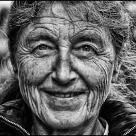 by Etienne Chalmet - Black & White Portraits & People ( monochrome, black and white, street, people, portrait )