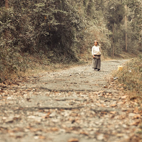 Old lady in a jungle by Shikhar Sharma - People Street & Candids ( hills, old lady, secluded, jungle, sikkim )