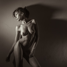 Katherine by Dmitry Laudin - Nudes & Boudoir Artistic Nude ( erotic, studio, body, nude, figure, dark, light, photo )