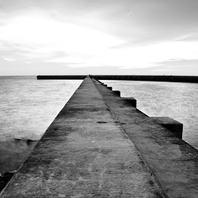 Black and White wall by Mohd Hisyam Saleh - Landscapes Beaches ( beaches, b&w, white, wall, black )