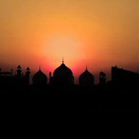 silhouette of Badshahi Mosque by Ahsan  Niaz - Buildings & Architecture Places of Worship