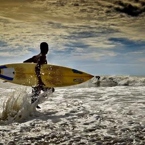 by Sudharshun Gopalan - People Street & Candids ( mamallapuram, gopalan, sudharshun, beach, surf, chennai )