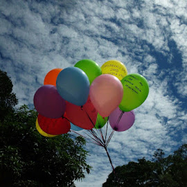 by Zumai Muzni - Artistic Objects Toys ( after noon, clouds, baloon, sky, children day )