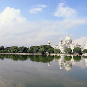 Victoria Memorial in Kolkata, India by Sridhar Balasubramanian - Buildings & Architecture Public & Historical