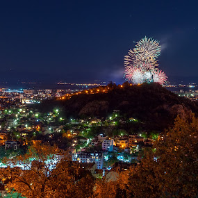Festive fireworks by Petar Shipchanov - City,  Street & Park  Night ( holiday, plovdiv, hill, youth hill, national day, fireworks, night, tepe, nightscape, city, bulgaria )