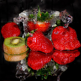 kiwi and strawberry by LADOCKi Elvira - Food & Drink Fruits & Vegetables (  )