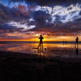 Day's End by Härris McHörrör - Landscapes Sunsets & Sunrises ( canon, fishermen, eos, fishnet, sunset, wide, landscape, beach )