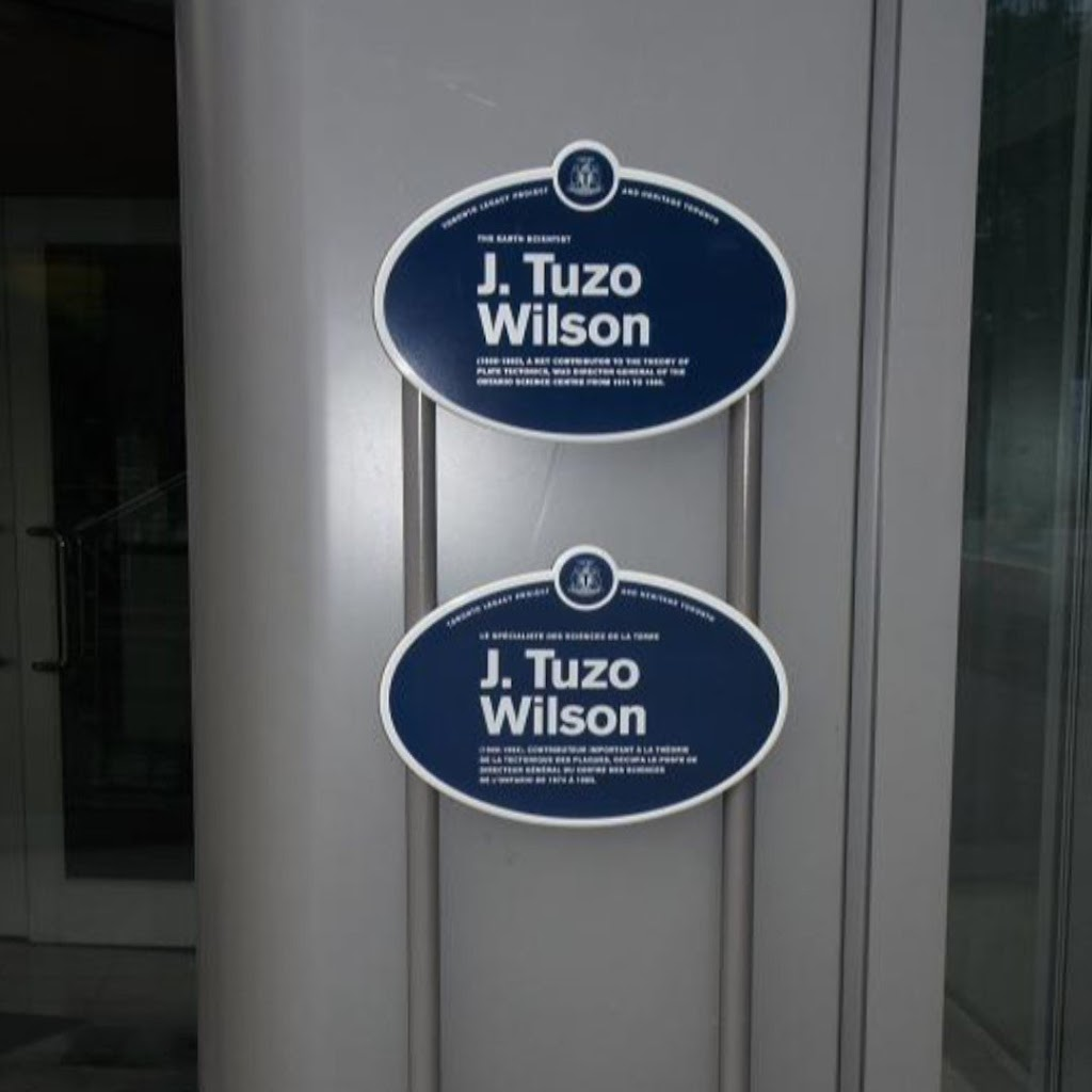The Earth scientist J. Tuzo Wilson (1908-1993), a key contributor to the theory of plate tectonics, was director general of the Ontario Science Centre from 1974 to 1985. Le spécialiste des sciences ...