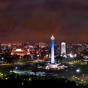 National Monument in Jakarta by Basuki Mangkusudharma - Buildings & Architecture Statues & Monuments ( statue, monas, jakarta, night shot )