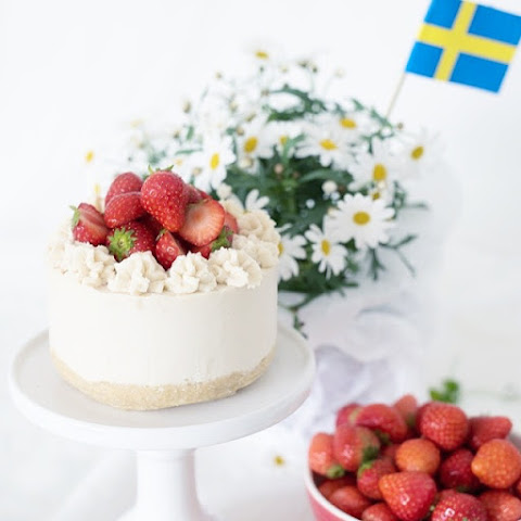 Raw Strawberry Lemon Summer Cake