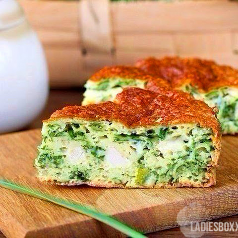 Easy and delicious! Insanely delicious, sweet cake with green onions, chicken and cheese crust