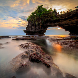 Batu Bolong Beach by Ivan Theo - Landscapes Sunsets & Sunrises ( water, bali, indonesia, sunset, stone )