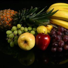 Bodegón de frutas by Cristobal Garciaferro Rubio - Food & Drink Fruits & Vegetables ( frutas, bodegón, banana, reflection, grapes, apple, fruits, green grapes, pear )
