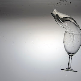 by Bagus Hendra Gunawan - Abstract Water Drops & Splashes
