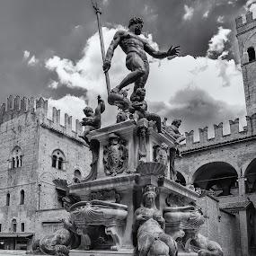 Nettuno by Danilo Sgamma - Buildings & Architecture Statues & Monuments ( neptunes, bologna, statues, rinascimento, piazza maggiore )