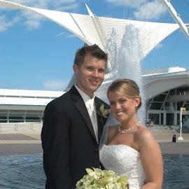 MKE Calatrava by Mike DeLong - Wedding Bride & Groom ( milwaukee, wedding, fountain, calatrava )