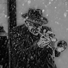 Street performer by Scott Munro - Black & White Street & Candid