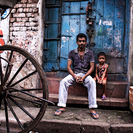 Street Pose! by Ritwik Ray - People Street & Candids ( street photography )