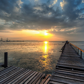 teluk tempoyak by P Hin Cheah - Landscapes Sunsets & Sunrises ( teluk tempoyak, penang, sea, sunrise, jetty )