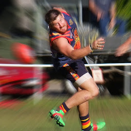 by Bruce Porter - Sports & Fitness Australian rules football