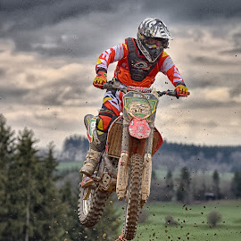 Spurting 62 by Marco Bertamé - Sports & Fitness Motorsports ( speed, green, number, race, noise, jump, red, motocross, clumps, cloudy, spurting, air, 62, high )