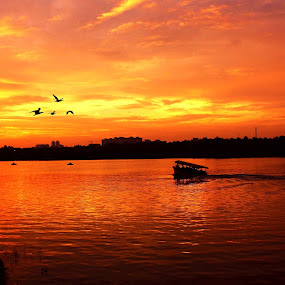 the pleasent scene by Praveen Premkumar - Landscapes Sunsets & Sunrises ( boating, love, sunset, beauty, golden hour,  )