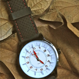 RELOJ DEPORTIVO by Jose Mata - Artistic Objects Other Objects