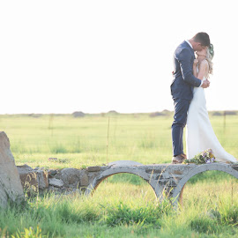 Fields of green by Junita Fourie-Stroh - Wedding Bride & Groom ( kiss, wedding photography, wedding, bride and groom, wedding photographer, destination wedding photographers )