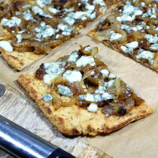Caramelized Onion & Gorgonzola Pizza Recept | Yummly