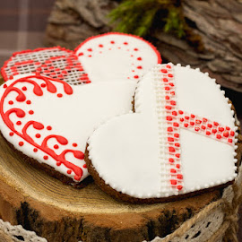 gingerbread hearts by Катерина Зверева - Food & Drink Cooking & Baking ( cake, sweet, heart, wood, candle holders, candles, gingerbread, rustic, glaze, dessert )