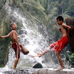 Splashhh by Esther Pupung - Babies & Children Children Candids
